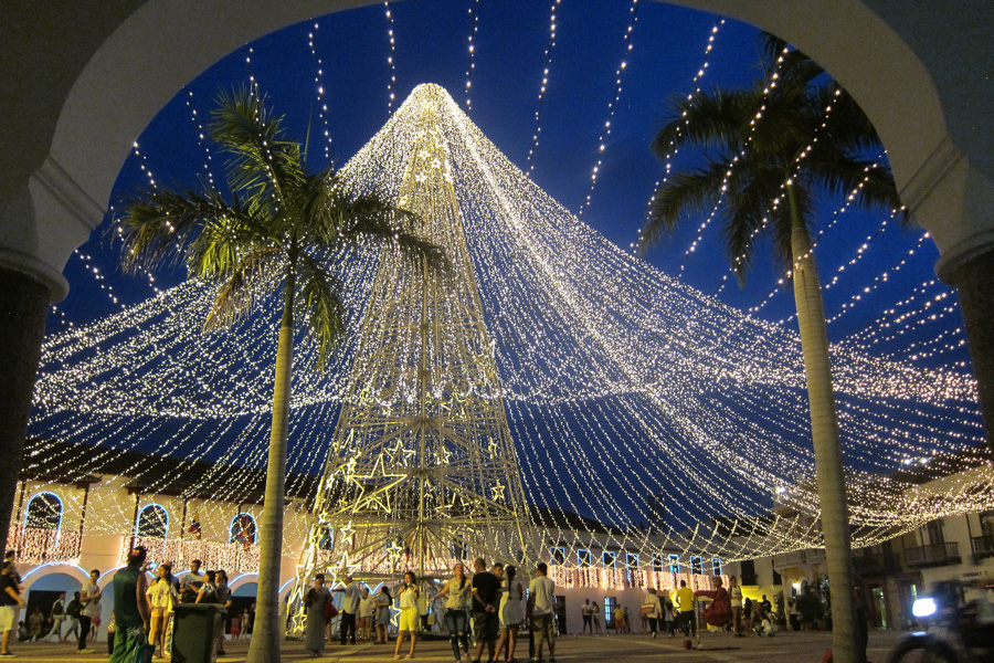 Christmas In Cartagena Colombia - Plaza